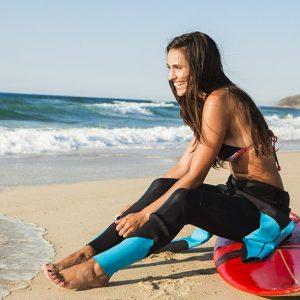 BIQUÍNI E PARAFINA: É A VEZ DELAS NO SURFE
