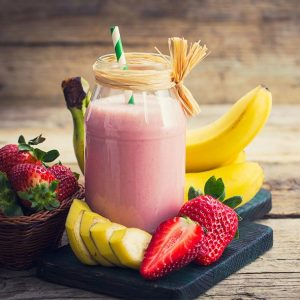 SMOOTHIE DE BANANA E MORANGOS