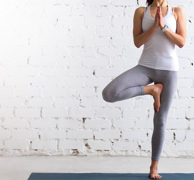 Dicas para praticar yoga em casa.