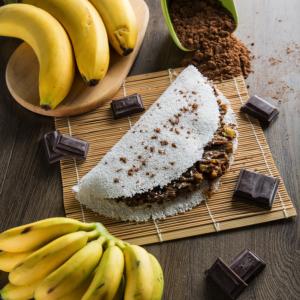Tapioca de Banana Assada com Cacau em Pó