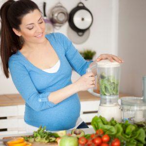 Alimentação na gravidez: confira as vitaminas mais indicadas para as futuras mamães