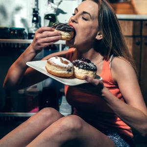 Compulsão por doces: saiba o porquê ela acontece e como driblá-la
