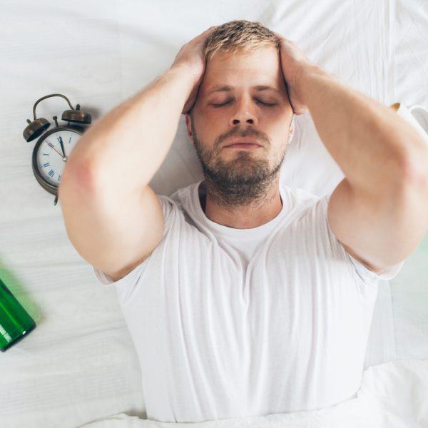 Conheça os malefícios do álcool para o sono