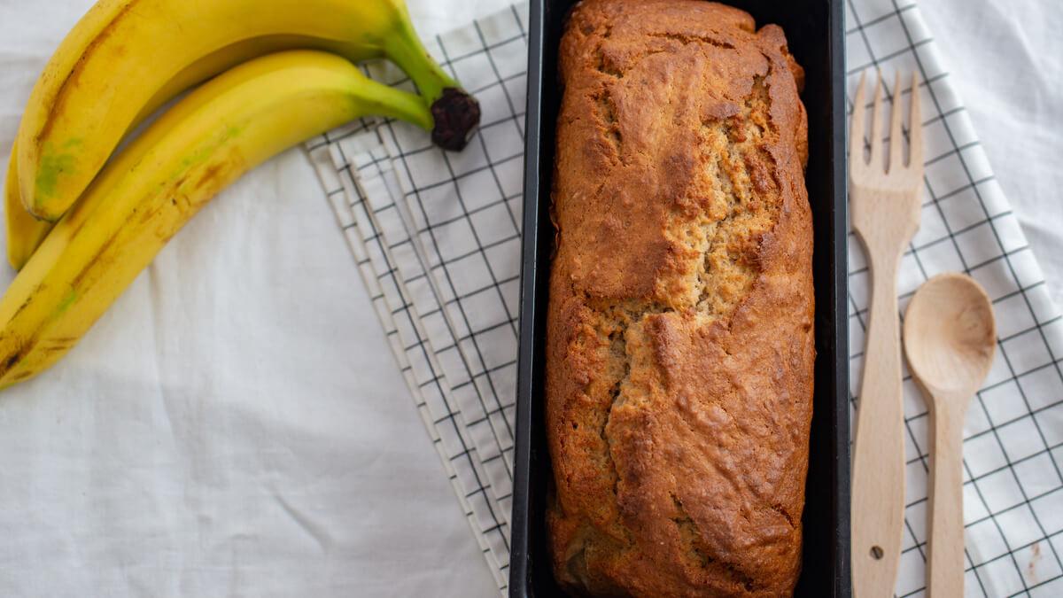 bolo de banana com casca
