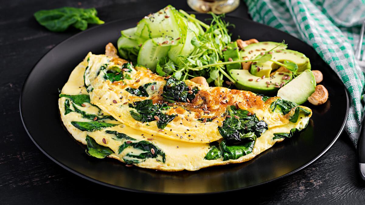 Omelete de sementes e espinafre